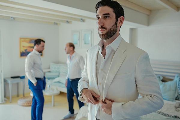 groom-suit-beach-wedding