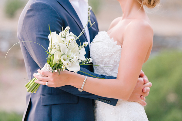 white-bridal-bouquet (1)