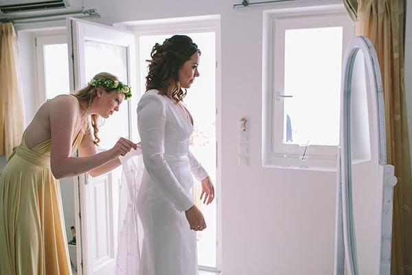 bride-getting-ready-santorini-greece