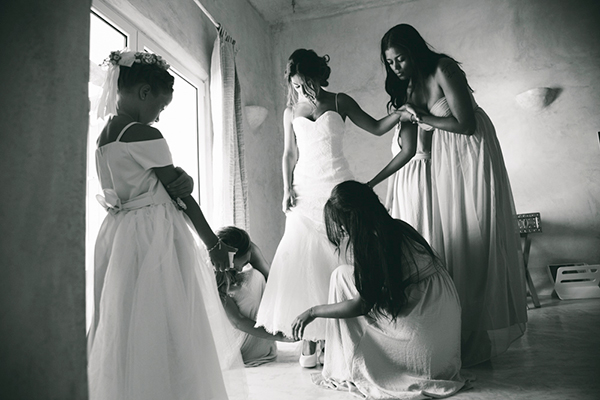 bride-preparations-santorini