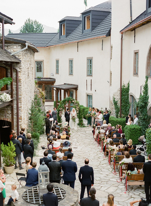 Romantic European wedding with rich colors - Chic & Stylish