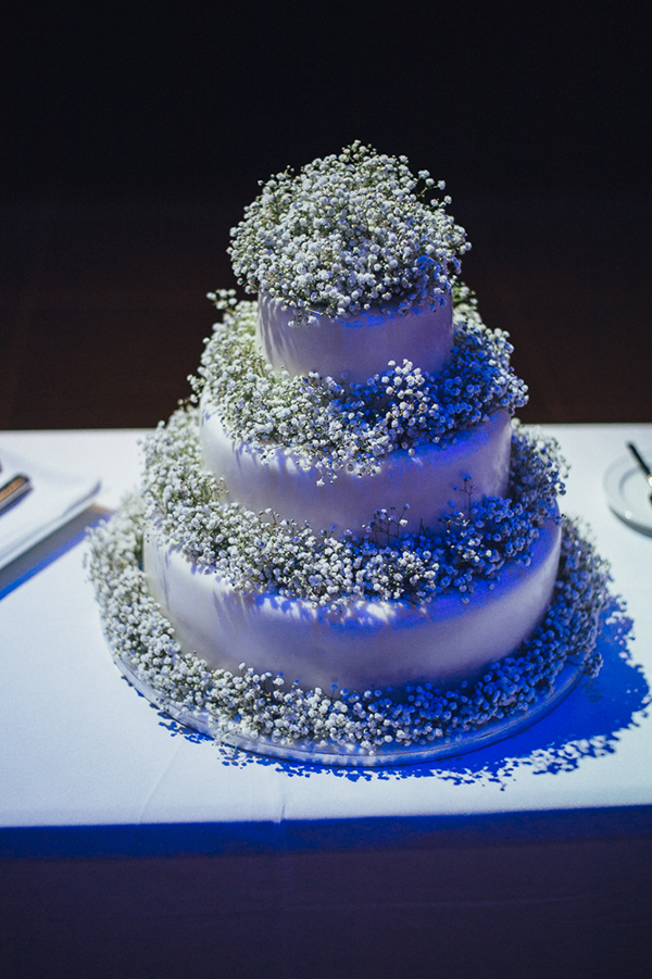 wedding-cake-baby-breath