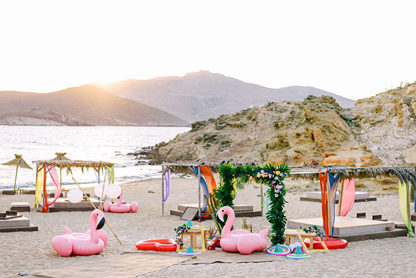 wedding-decorations-flamingos