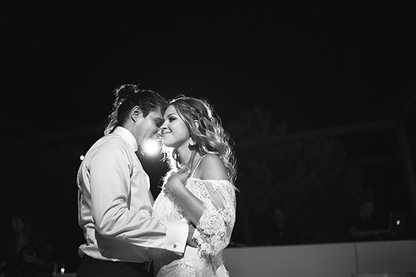 couple-first-dance-wedding