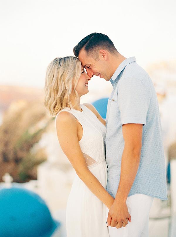 Gorgeous engagement session in Santorini
