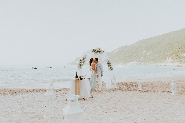 beautiful-beach-elopement-lefkada-12