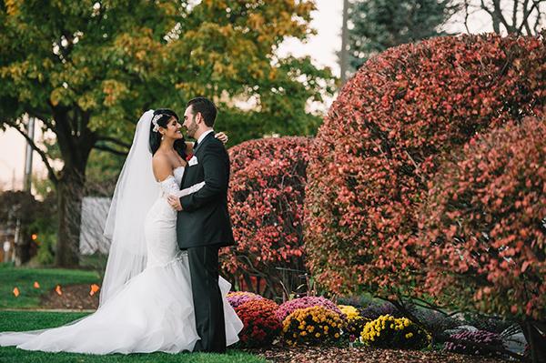 glamorous-wedding-gold-burgundy-colors-30