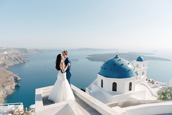 Intimate wedding in Santorini
