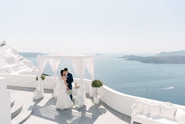 intimate-destination-wedding-santorini-17