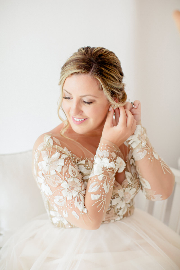 romantic-elopement-in-santorini-10