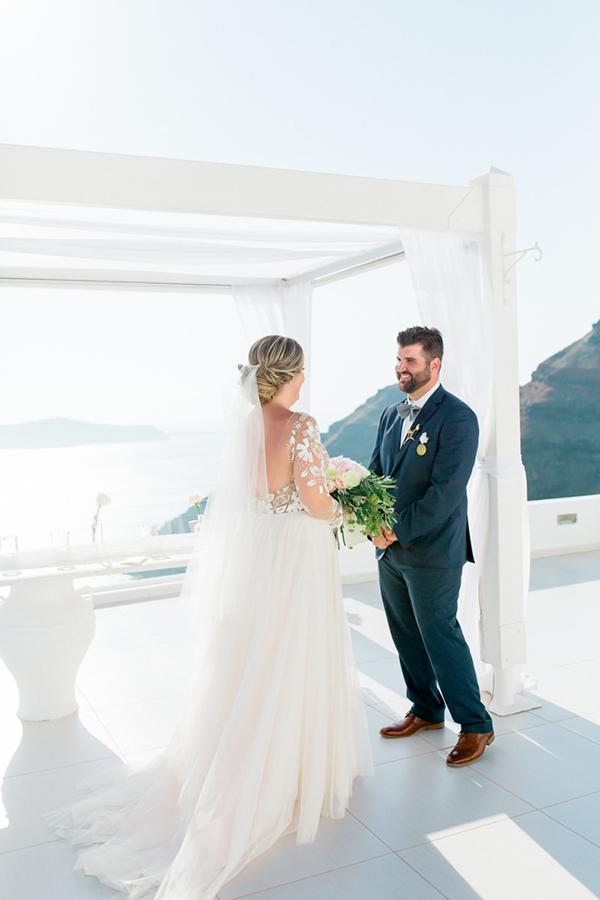 romantic-elopement-in-santorini-15