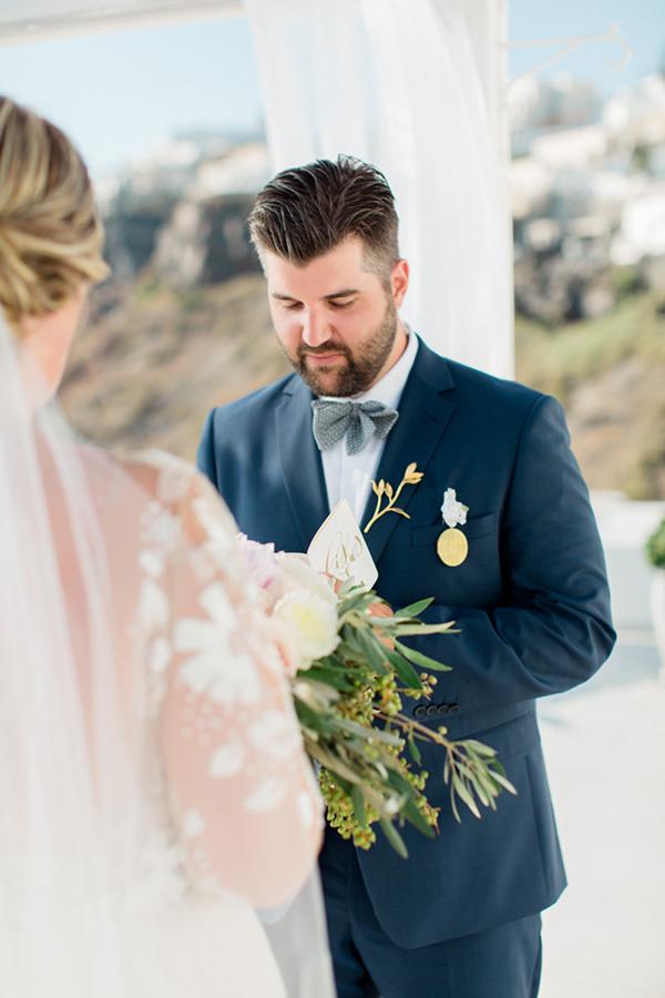 romantic-elopement-in-santorini-17
