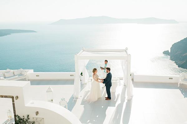 romantic-elopement-in-santorini-19