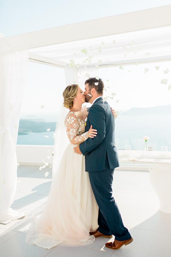 romantic-elopement-in-santorini-20