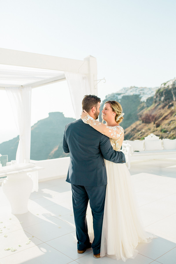 romantic-elopement-in-santorini-22