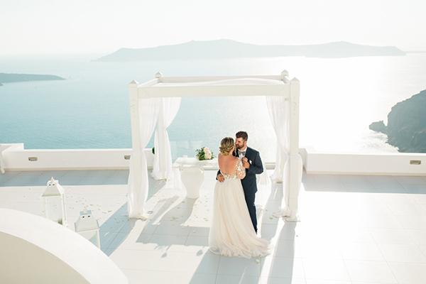 romantic-elopement-in-santorini-23