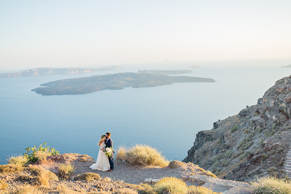 romantic-elopement-in-santorini-24
