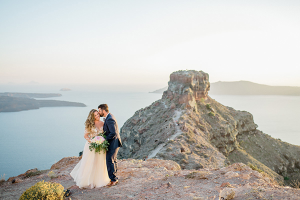 romantic-elopement-in-santorini-25