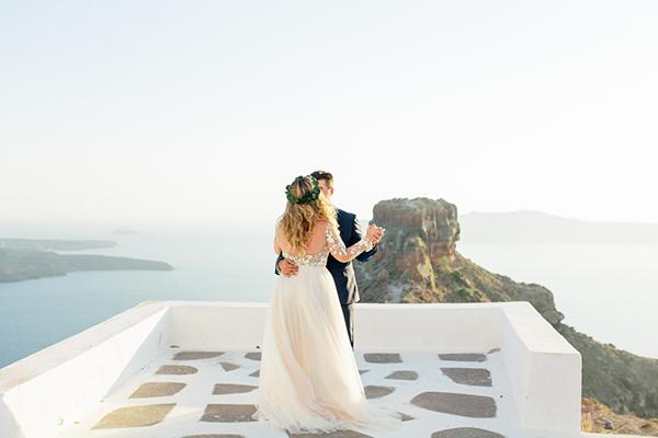 romantic-elopement-in-santorini-29