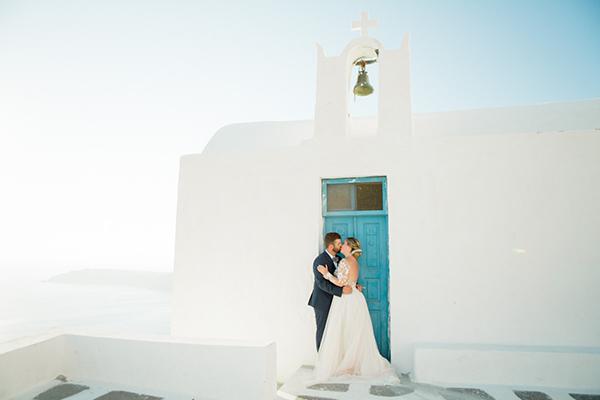 romantic-elopement-in-santorini-3