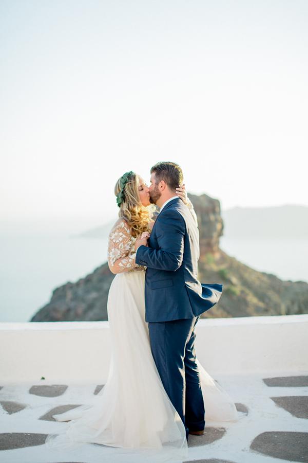 romantic-elopement-in-santorini-5