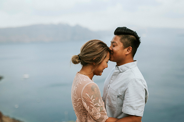 beautiful-anniversary-shoot-santorini-1