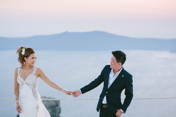 chic-destination-wedding-Santorini-36