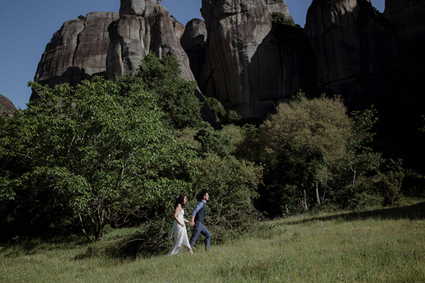 romantic-elopement-meteora-13