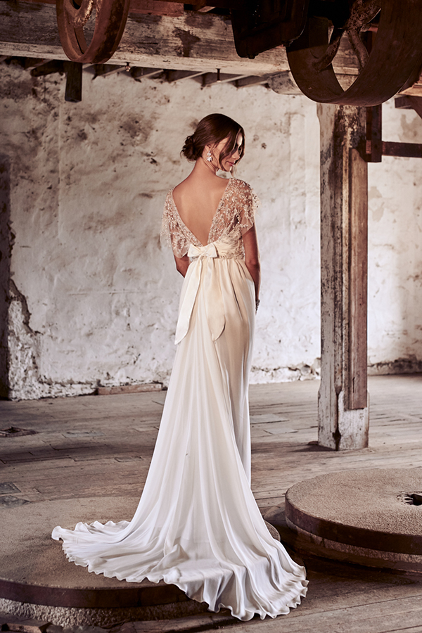 Anna campbell wedding dresses eternal heart bridal for Where to buy anna campbell wedding dresses