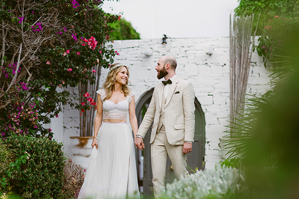 dreamy-wedding-with-bougainvillea-1
