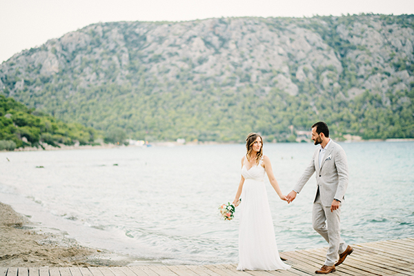 unique-wedding-right-beach-1-2
