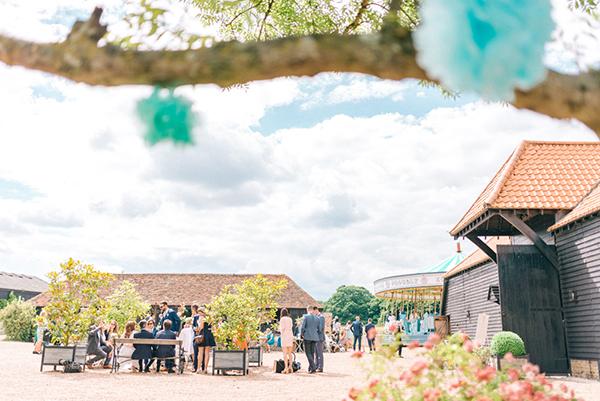 beautiful-rustic-barn-wedding-18