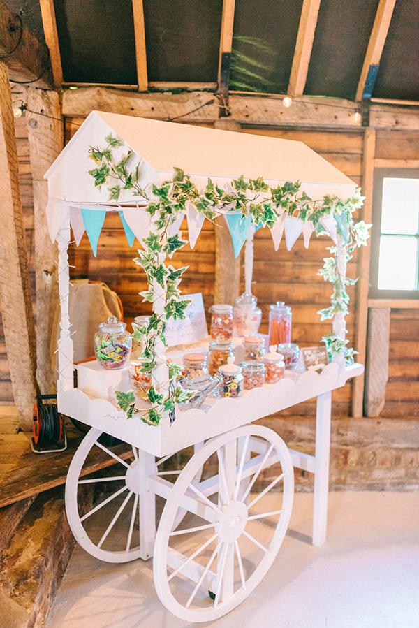 beautiful-rustic-barn-wedding-22