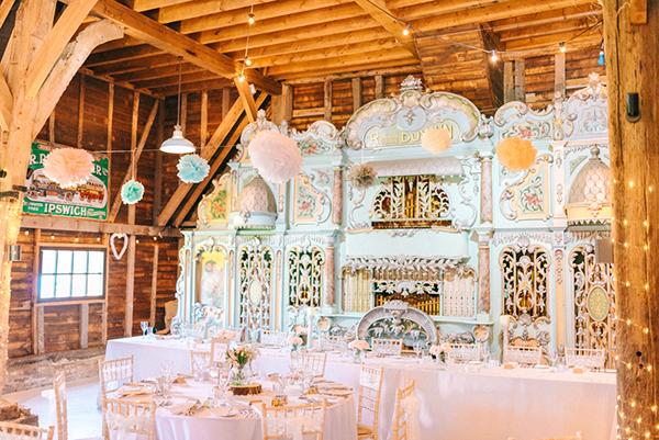 beautiful-rustic-barn-wedding-26