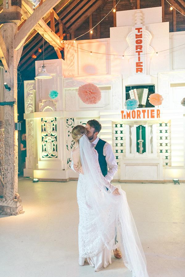 beautiful-rustic-barn-wedding-29
