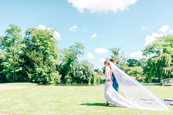 beautiful-rustic-barn-wedding-2x