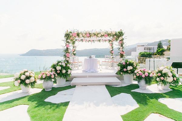 gorgeous-wedding-with-fairytale-scenery-10