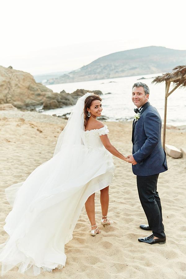 romantic-elegant-wedding-on-the-beach-28