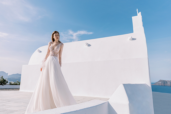 beautiful-shoot-santorini-costantino-wedding-dresses-1