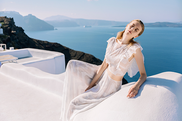 beautiful-shoot-santorini-costantino-wedding-dresses-14