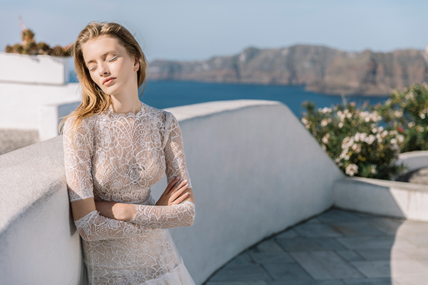beautiful-shoot-santorini-costantino-wedding-dresses-2