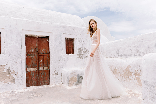 beautiful-shoot-santorini-costantino-wedding-dresses-5