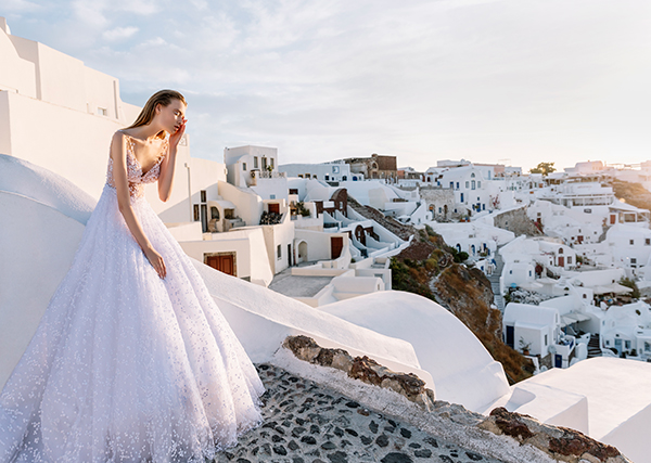 beautiful-shoot-santorini-costantino-wedding-dresses-8