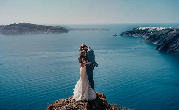 romantic-intimate-wedding-santorini-_01.