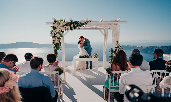 romantic-intimate-wedding-santorini-_16.