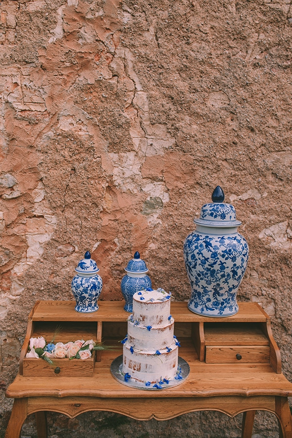 gorgeous-chic-styled-shoot-royal-blue-hues_24