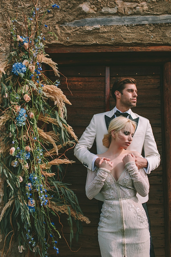 gorgeous-chic-styled-shoot-royal-blue-hues_25