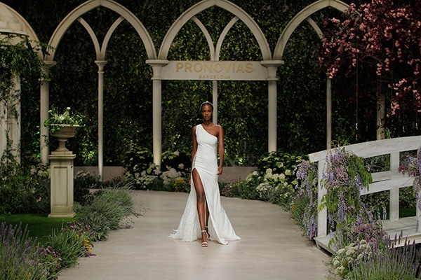 impressive-bridal-fashion-show-that-mesmerize-us-pronovias-barcelona_09