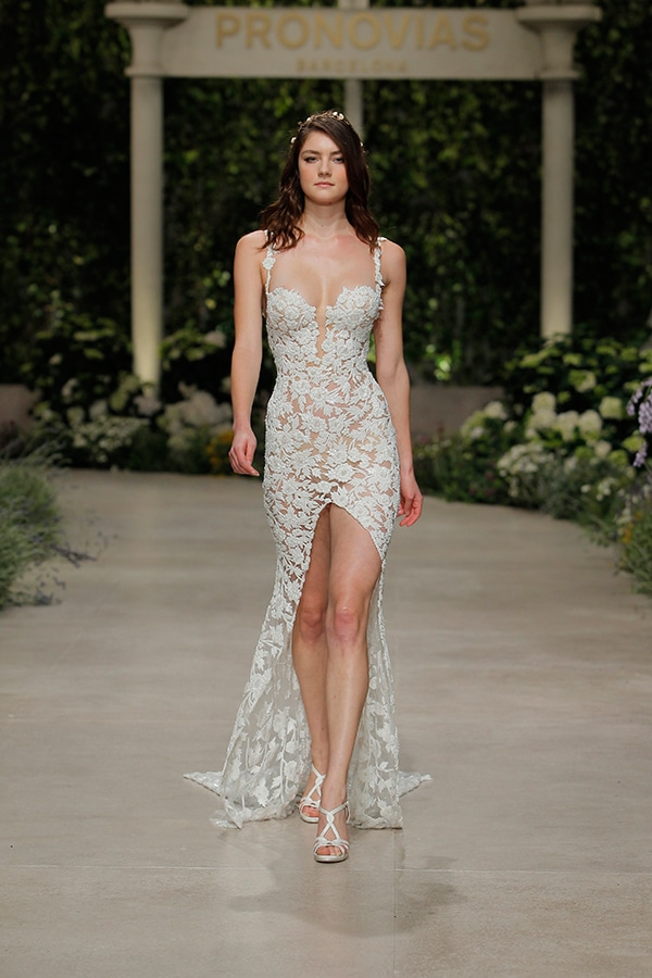 impressive-bridal-fashion-show-that-mesmerize-us-pronovias-barcelona_15