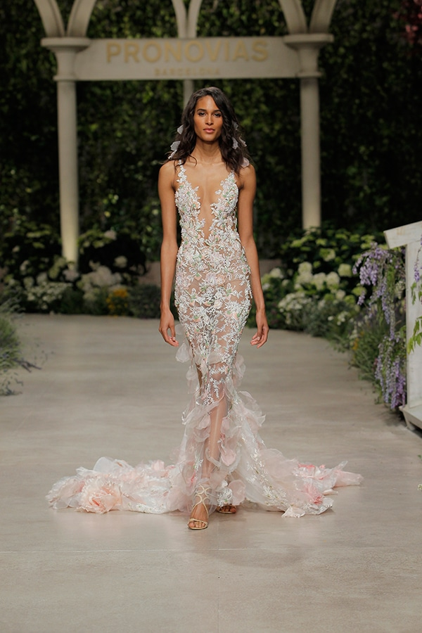 impressive-bridal-fashion-show-that-mesmerize-us-pronovias-barcelona_16